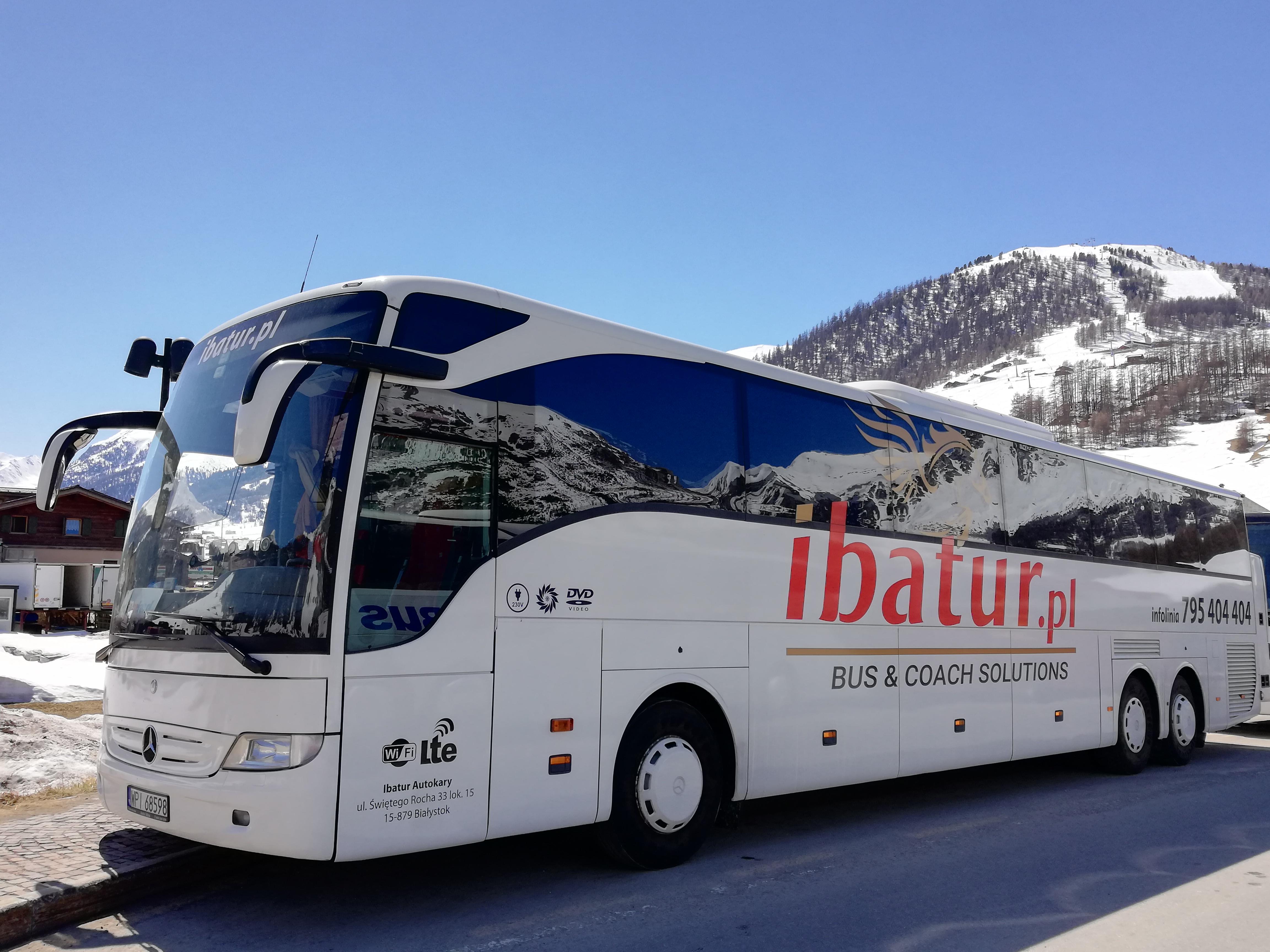Przewóz narciarzy autokarem Ibatur – autokary klasy lux na wyjazdy zimowe