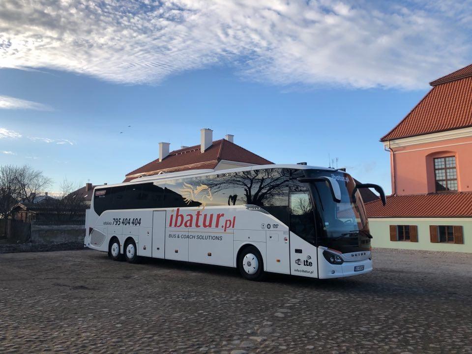 Transport autokarowy jako popularny środek lokomocji do obsługi ruchu turystycznego…